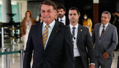 Bolsonaro diz que Brasil tem que ter pólvora