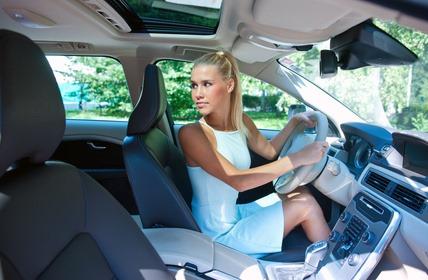 車でバックする時後ろを振り向けない、体が硬くなっているかも