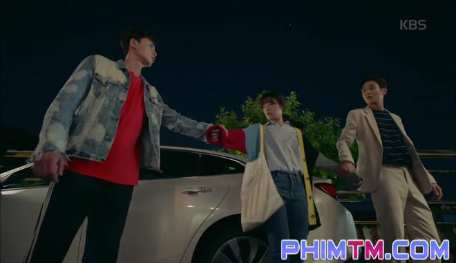 Nổi cơn ghen, Park Seo Joon… áp mặt sát vào Kim Ji Won - Ảnh 4.