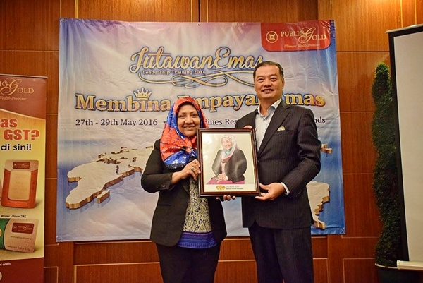 Jade Master Dealer Public Gold kepada mama Azizah