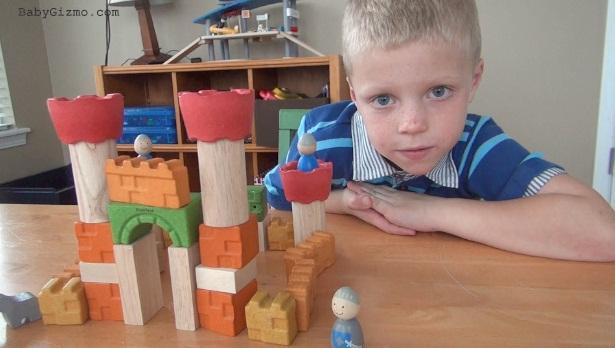 Sản phẩm Khối gỗ xếp hình Lâu đài kỵ sĩ Plan Toys Castle Blocks tuyệt đối an toàn