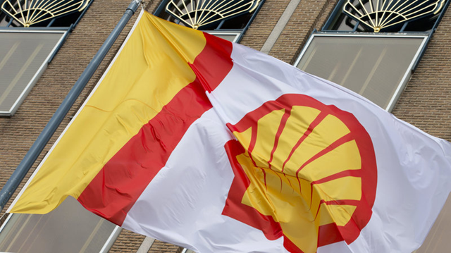 A flag bearing the company logo of Royal Dutch Shell flies outside the energy giant's head office in The Hague, Netherlands, in 2014. Photo: Peter Dejong / AP
