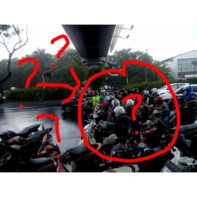 Mau Macet Bodo Amat Yg Penting Gw Nggak Kehujanan... #Mikir