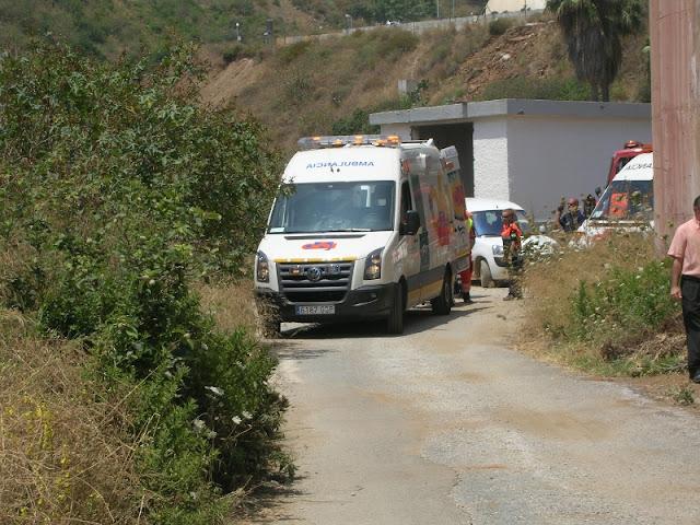 Ambulancia del 061 en la zona de evacuacion.