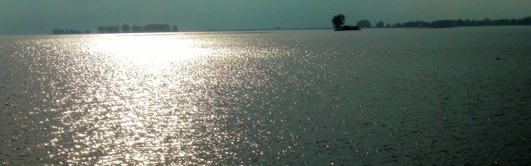 Mitchell's Bay am Lake St. Clair, Ontaria, am Abend