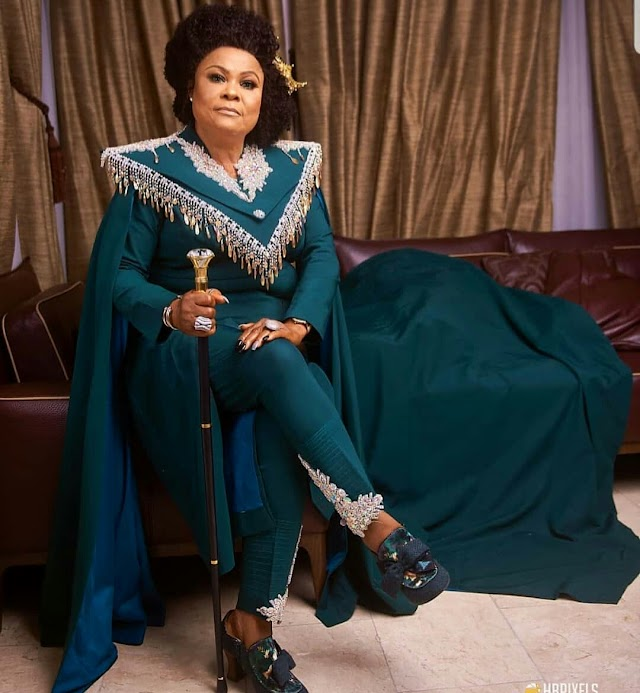 """Veteran Actress Sola Sobowale Looking """"OH WOW"""" in her Classy Elegant Outfit."""