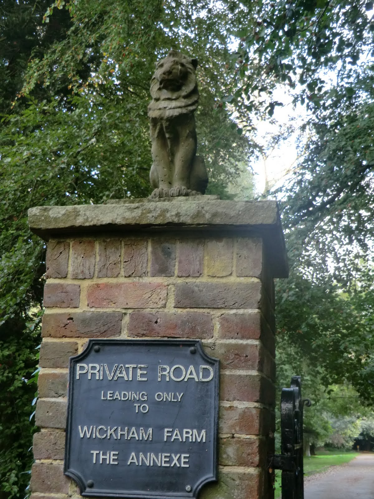 CIMG4669 Gatepost to Wickham Farm