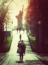 Photo: Allée des Cygnes et Statue de la Liberté à Paris -E-guide balade à vélo de la Tour Eiffel à la forêt de Meudon par veloiledefrance.com  Allée des Cygnes (swan alley) and the Statue of Liberty in Paris -Cycling guide in Paris from the Eiffel Tower to the Meudon forest