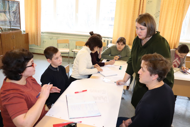13 из 21 13.12 - Обласний форум «˶Я маю право̋: врядування учнів, батьків і вчителів як інструмент демократизації школи»