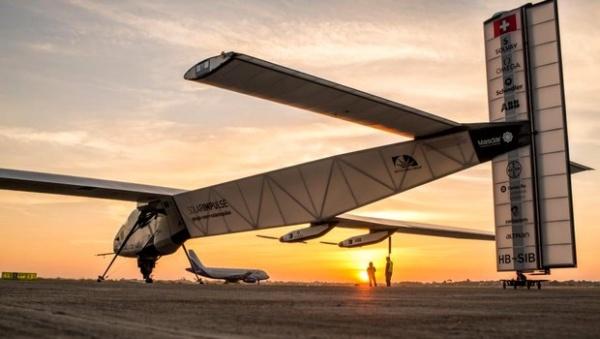 10e étape réussie pour l'avion solaire Solar Impulse arrivé à Phoenix