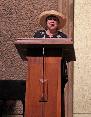 Joan Sextro - MC