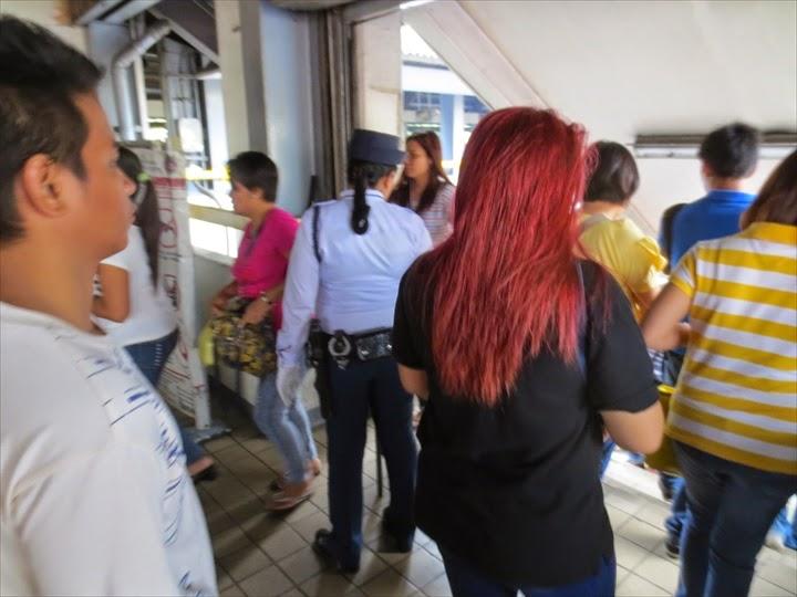 LRTペドロヒル駅の警備員