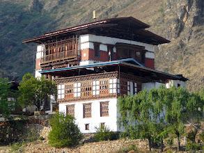 Photo: typische bhutanesische Bauweise