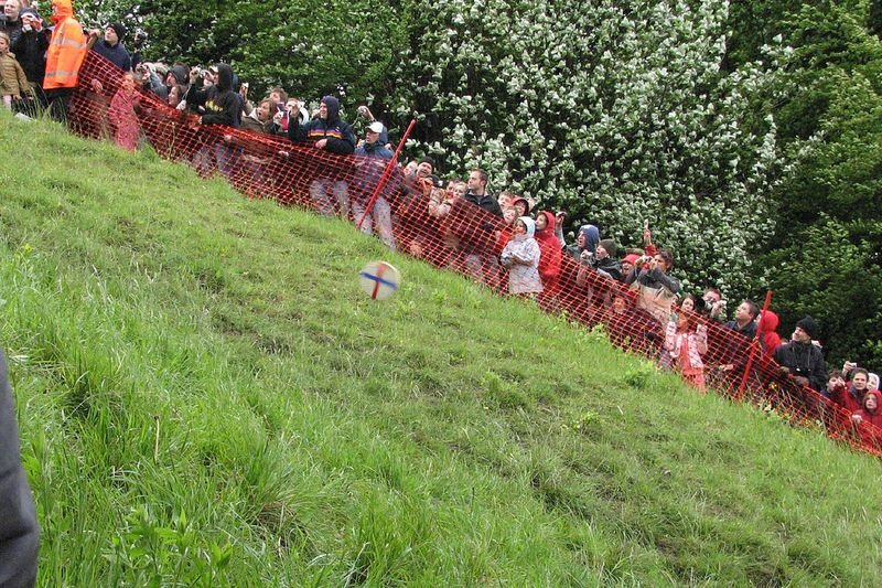 cooper-hill-cheese-rolling-10