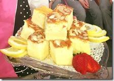 Torta magica al limone con caramello e mandorle