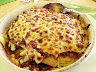 Et fat med lasagne.