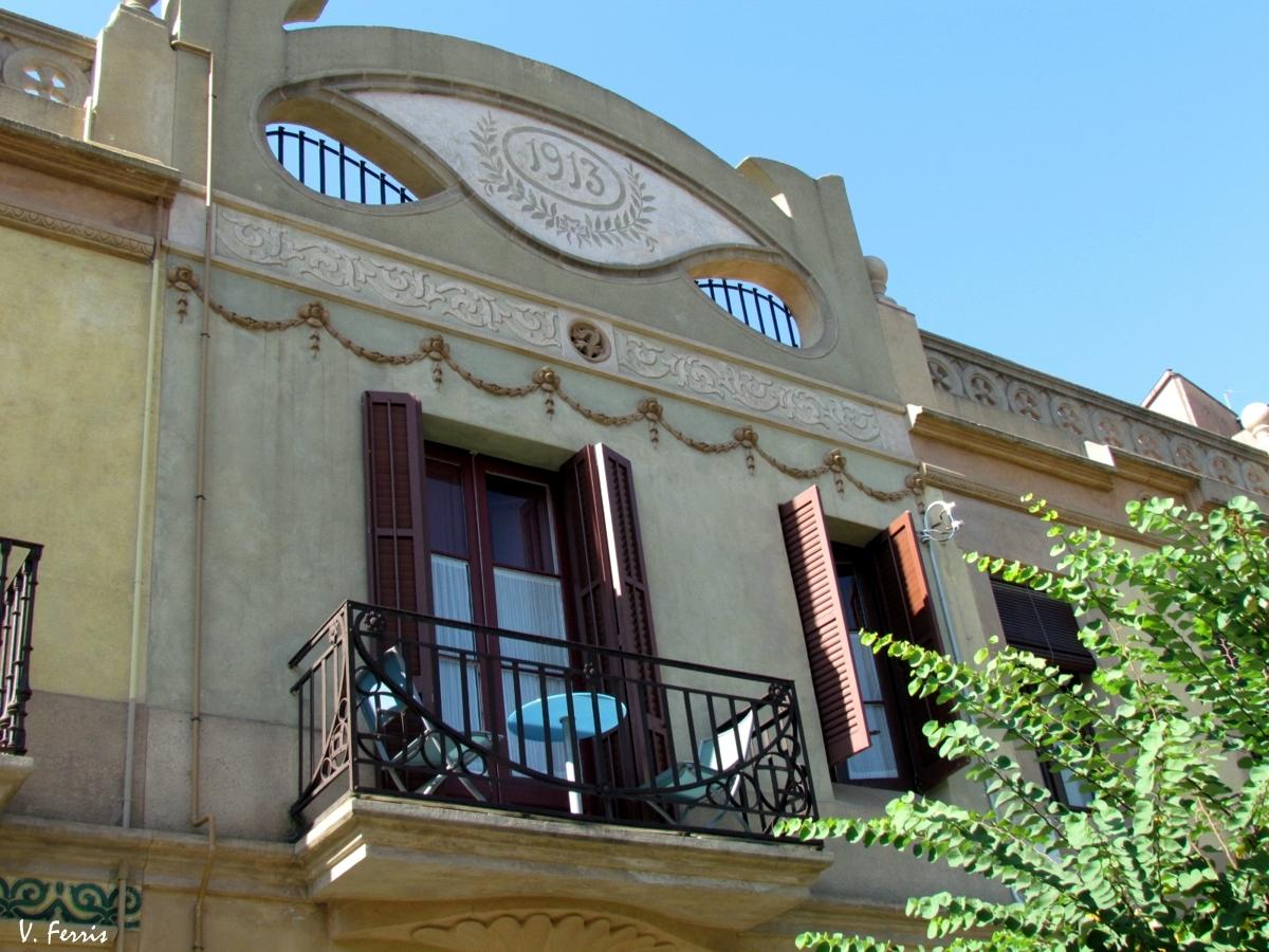 Casas baratas s a fomento propiedad barcelona modernista for Casas baratas en barcelona