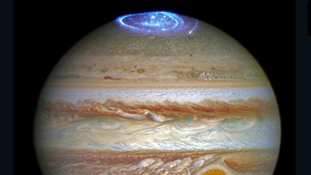 [160630231332-hubble-jupiter-juno-auroras-super-169%5B6%5D]