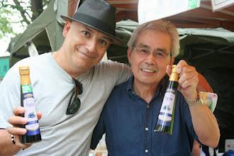 Photo: 高島醸造(株)さんの飲む果実酢シリーズ。試飲で「Nice!」のお客様とのツーショット。