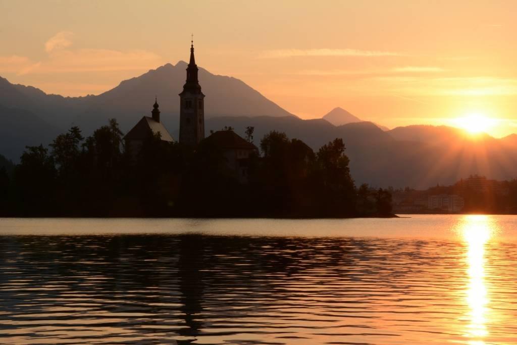 [Lake-Bled-Sunrise-21-1024x683%5B3%5D]