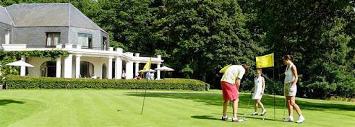 Bruselas Valonia: familia jugando al golf