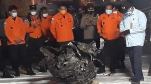 Turbin Pesawat Sriwijaya Air SJ 182 Ditemukan, Kondisinya Hangus dan Penyok.