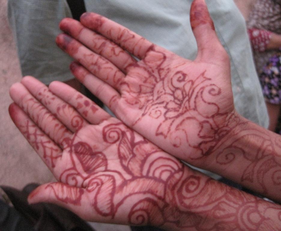 [Henna-hands2]