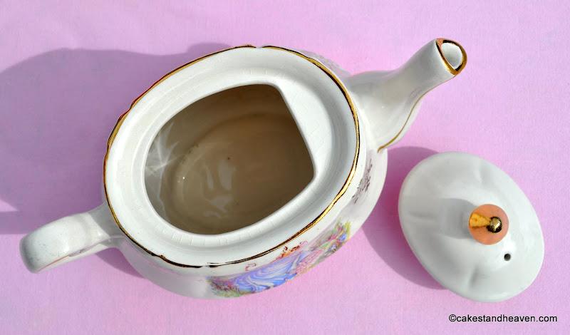 Pinkie 1.5 Pint 1960s Teapot