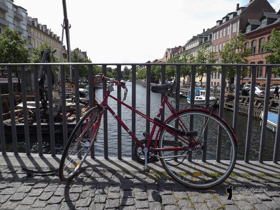 Kanali i bicikli zaštitni su znak Kopenhagena, glavnog grada Danske u kojem više od pedeset posto stanovništva na posao ide biciklima.