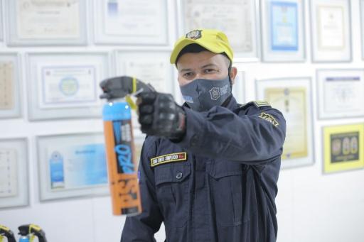 Guarda de Olinda recebe spray recomendado pela ONU