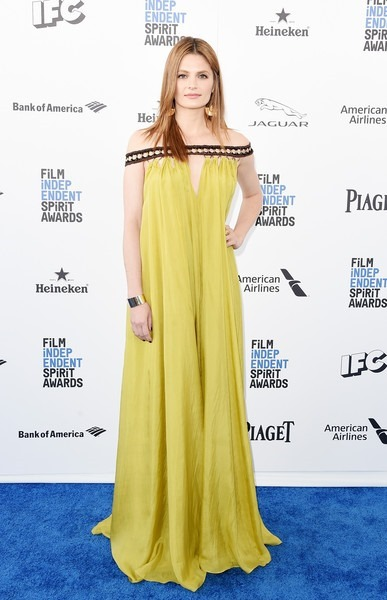 Stana Katic attends the 2016 Film Independent Spirit Awards