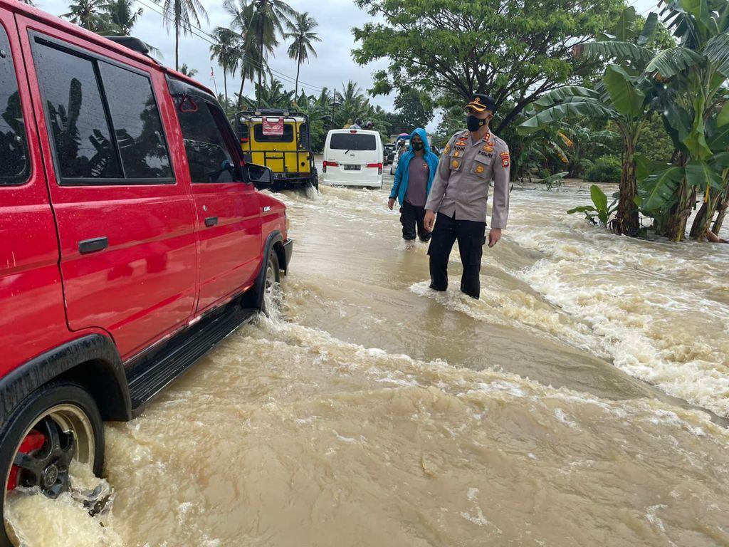 Kapolres Soppeng Pantau Kondisi Banjir