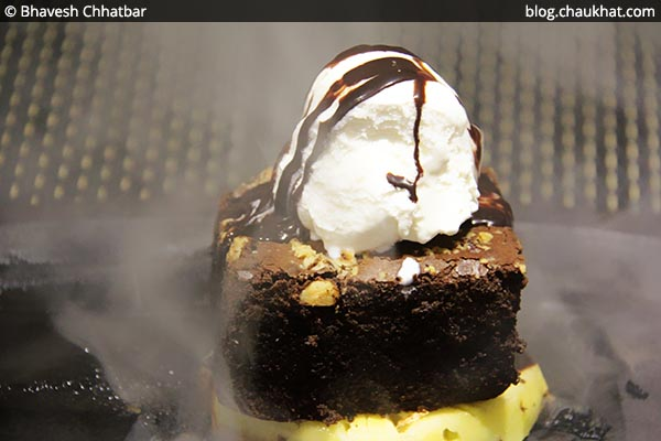 Sizzling Brownie at SocialClinic Restobar in Koregaon Park area of Pune