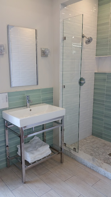 Bathrooms - 20151027_122834.jpg