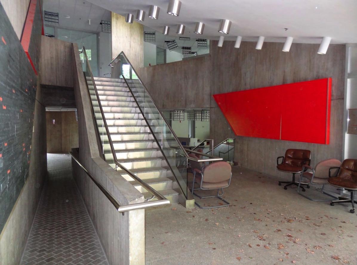 Lobby leaves