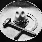Tina-Modotti-Falce-martello-e-sombrero-Messico-1927-ca..jpg