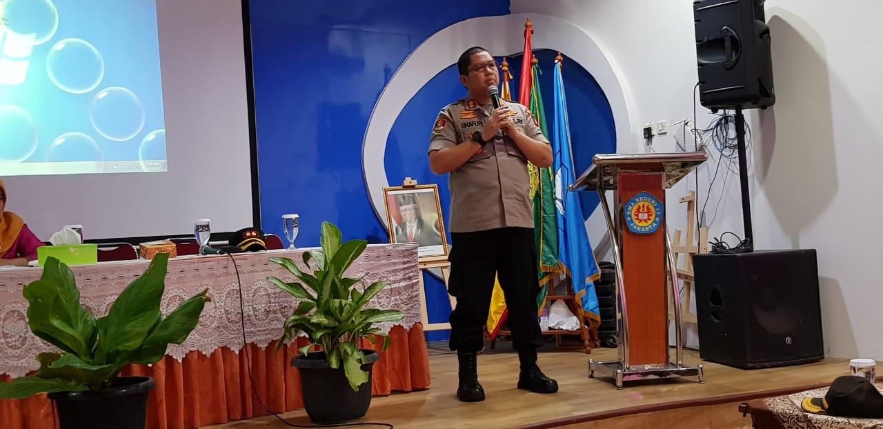 Kapolsek Metro Tamansari AKBP Abdul Ghofur Gelar Sambang Dialogis Di Sekolah SMAN 17 Jakarta