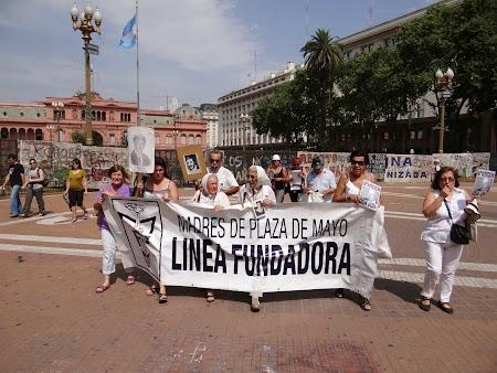 01. Mamele din Plaza de Mayo.JPG