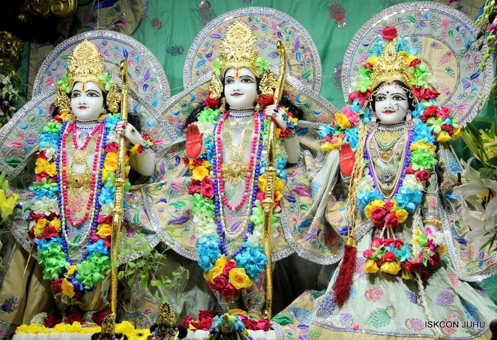 ISKCON Juhu Sringar Deity Darshan on 26th Aug 2016 (48)