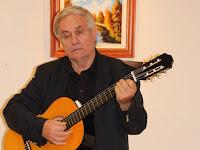 06 Enyedi Béla megzenésített verseket adott elő.JPG