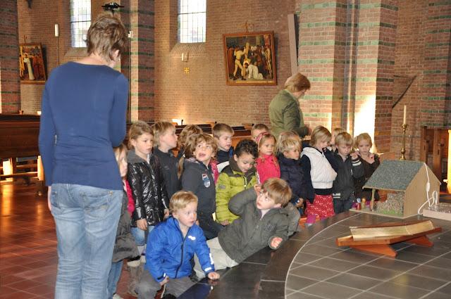 Kleuters bezoeken Martinuskerk - DSC_0035.JPG