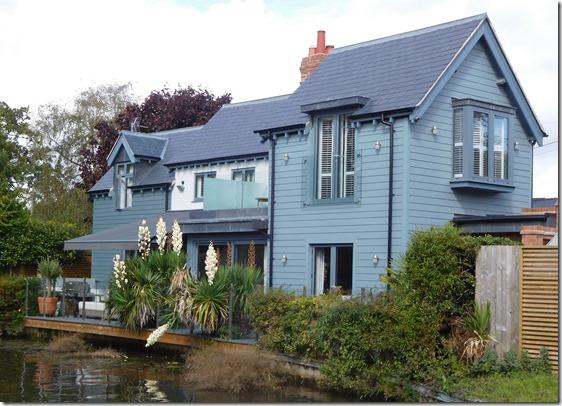 5 stylish house above lock4