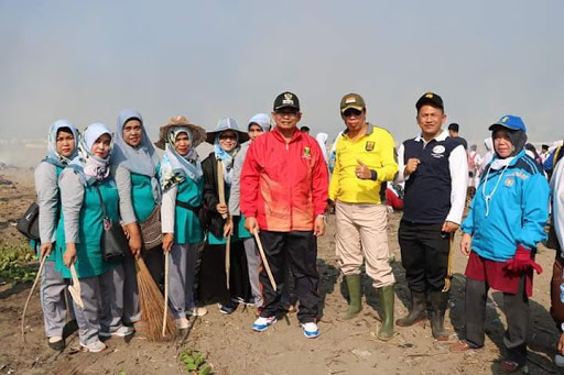 Bersama Wabup Sukabumi, Ratusan Orang Penuhi Pantai Cibutun dan Pantai Loji
