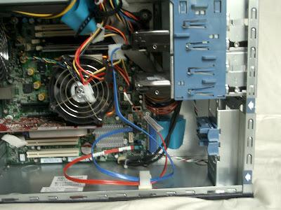 電源ケーブル、SerialATAケーブル設置完了