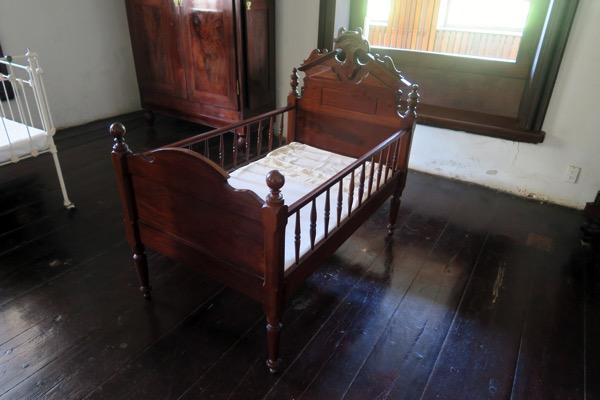 Mahogony Crib 1885