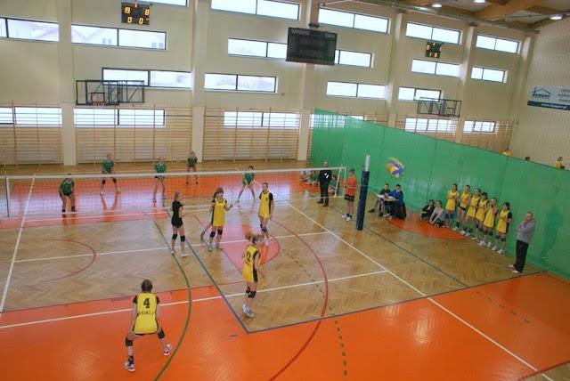 Zawody siatkarskie dziewczat 1 marca 2011 - DSC09332_1.JPG
