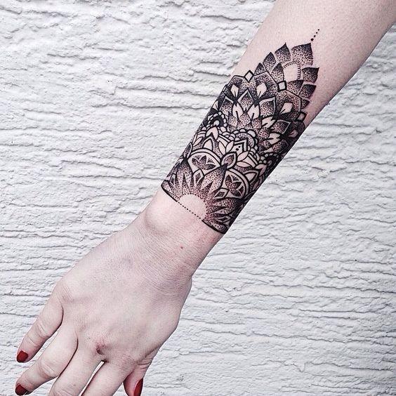dotwork_mandala_de_pulso_banda_tatuagem