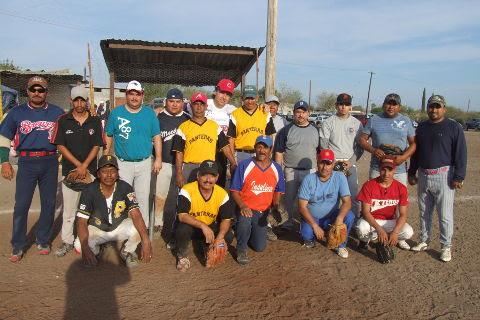 Equipo Fantasmas en el softbol del Club Sertoma