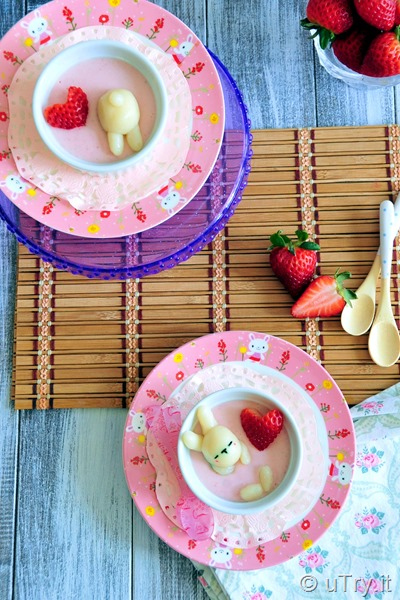 Strawberry Pudding with Bunny Dango 士多啤梨布甸 + 兔兔糰子   http://uTry.it