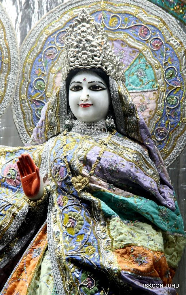 ISKCON Juhu Mangal Deity Darshan on 5th Aug 2016 (14)